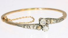 Gold bracelet with foil set diamonds