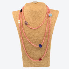 Morganite necklace with other gemstones and 18 kt yellow gold; length: 167 cm