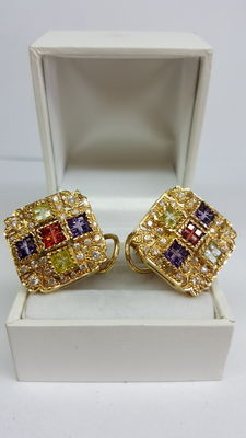 18 kt yellow gold earrings, set with various stones / square, 22 mm x 22 mm.