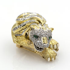 Yellow gold lion brooch set with 2.85 ct diamonds, weight: 55.82 gr.