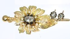 Bicolour gold Victorian flower brooch with a diamonds and pearls - 1870