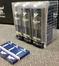 45 boxes of 2 pieces of Vandoren traditional clarinet reeds, size 3.5