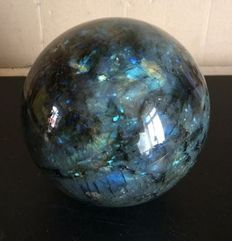 Large, striking Labradorite sphere - 19 cm - 6300g