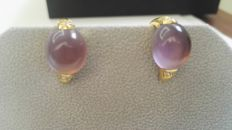 18 kt gold earrings – amethyst cabochon – diamonds colour: H, purity: SI2, total: 0.19 ct