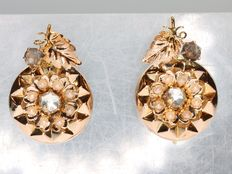 Flower shaped antique Victorian gold earrings with pearls and imitation diamonds - anno 1890
