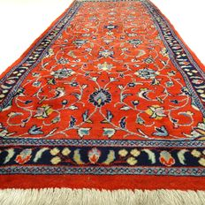 """Sarough – 230 x 80 cm – """"Oriental, elegantly decorated runner in beautiful condition"""" – Please note! No reserve, bidding starts at €1."""