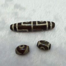 Three beads in agate - Tibet/Himalayas - late 20th century