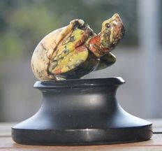 Beautifully sculpted Tasmanian Serpentine - baby Turtle climbing from egg, with black Jade foot - 85 x 100 70mm - 465gm