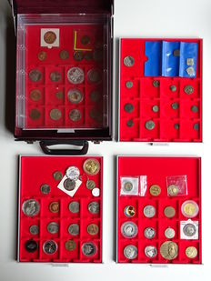World (and the Netherlands) - collection of coins and medals in drawers in beautiful case.