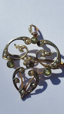 W&SS brooch with peridot and seeding pearls