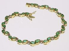 18k Gold bracelet with natural emeralds and diamonds. Dimensions: Length: ± 18,50 cm