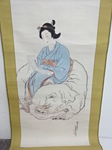 Scroll painting of the courtesan Eguchi no Kimi seated on an elephant, hand-painted on paper  - Japan -  First half of the 20th century