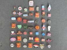 Large collection of 50 x Petrol - Oil pins - among others; Shell, Caltex, BP, Fina, GB, Gulf, Castrol, Total, Mobil and many others