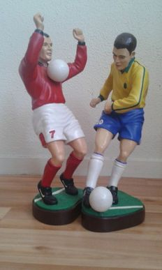 2 football statuettes - Patented and signed model Apparence Paris in  hand-painted terra cotta