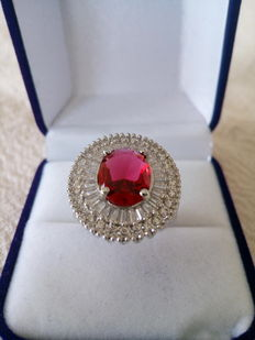 Silver Ring. Metal: Sterling silver. Purity: 925 Gemstones: Ruby and sapphires - Weight: 6 g – Inner diameter: 18mm - No reserve price