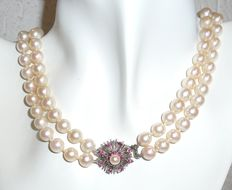 Double row necklace with Akoza salt water pearls of approx. 7.6 mm and 18 kt white gold clasp with 16 ruvies