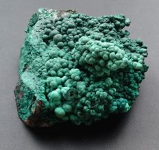 Malachite - 98 x 98 x 56 mm - 448 gm