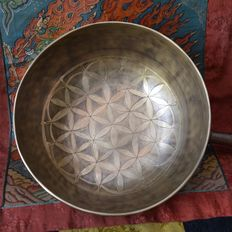 Singing bowl hand minted and engraved Flower of Life - Tibet/Nepal - second half of the 20th century