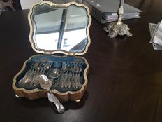 Antique silver tea cutlery in burr box, Schoonhoven, A. Kuijlenburg, 1877