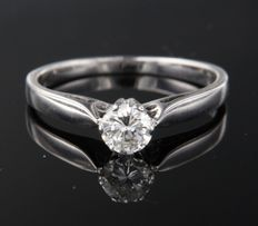 White gold 18 kt solitaire ring with brilliant cut diamond of 0.35 ct – ring size 15.5 (49)