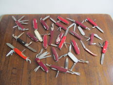 Lot of 26 pocket knives