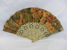 A carved and ajour bone hand fan - inlaid with silver and paper leaf with lithographic scenes and paillettes - Spain - circa 1880