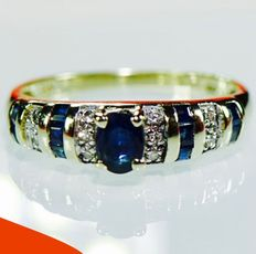 18 kt Yellow gold sapphire (0.90 ct) and diamond (0.10 ct) - ring (1 ct in total)