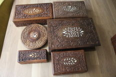Lot of 5 wooden boxes and flower pot trivet