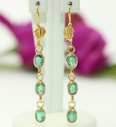 18 kt gold earrings set with emerald of 6 x 5 mm-5 cm.