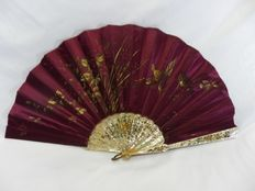 A pericón folding hand fan - mother-of-pearl and hand painted silk leaf - Spain - second half 19th century