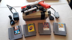 Nintendo Original NES incl. 4 games, zapper and controller