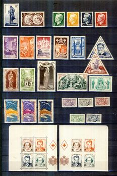 Monaco 1951/1955 - Selection with Air Mail, including nearly complete 1951 - Yvert no. 350 to 368 and between 371 and 436.  Air Mail between 51 and 60.