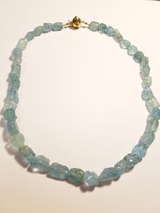 Necklace with aquamarine, gold clasp, 14 kt, 50 cm