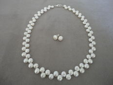 White freshwater pearl necklace with - 925 silver lobster clasp + silver pearl ear plugs, necklace of 44 cm long