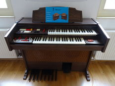 Welson electric organ
