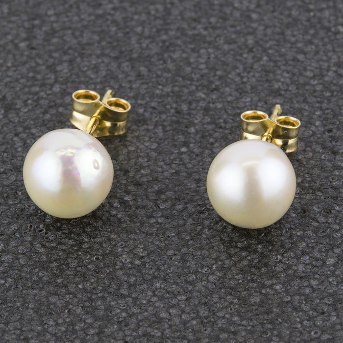 18 kt (750/000) yellow gold - Earrings with Akoya cultured pearls of 8.30 mm.