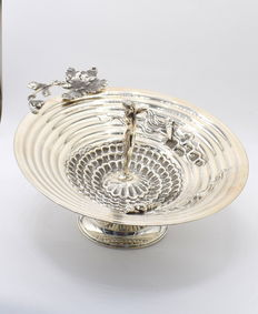Italian designed solid silver centrepiece     , international hallmarked 900