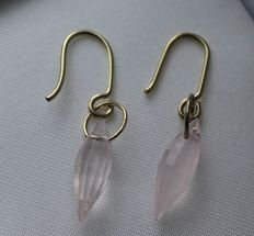 14 kt yellow gold earrings with pink quartz - size: 5 x 30 mm