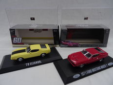 "Greenlight Collectibles - Schaal 1/43 - Kavel met 2 x Ford Mustang Modellen ( Ford Mustang 1973 ""Eleanor"" Geel / Ford Mustang Mach 1 1971 ""James Bond ""Rood )"