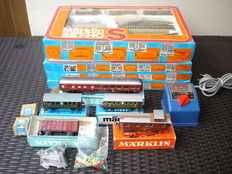 Märklin H0- S2920 - Starter set, with 3 M-rail expander sets E, T2 and T3, plus various wagons and transformer