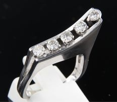 White gold ring, 18 kt, set with brilliant-cut diamonds, ring size 16,5 (52)