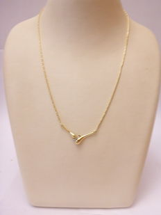 Gold necklace, .585, with centre piece set with diamond of  approx. 0.03 ct, 45 cm, 6.5 g.