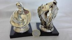 Horses and abstract figurines in 925 silver plating on wooden base