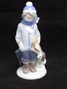 Lladró - porcelain sculpture - boy with scarf and puppy - Nr. 5220.