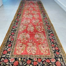 COLLECTOR'S ITEM: rare Persian, Ghom runner – 240 x 76 – 900,000 kn/m² – with certificate.