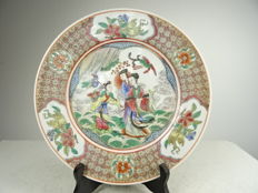 Porcelain plate with a figural décor – China – mid 20th century