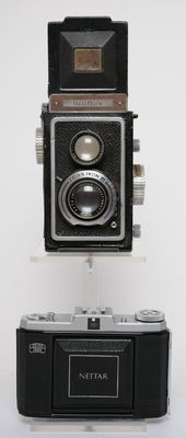 2 Zeiss Ikon 6 x 6 camera's o.a. uit 1938 / 1940