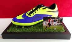 Steven Berghuis original autographed Nike soccer shoe + Certificate of Authenticity and photo evidence