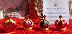 """Fabergé Imperial - Collection """"Royauté Impérial"""" - crowns made of satin and gold plated metal 24 k - signed - certificate of authenticity"""