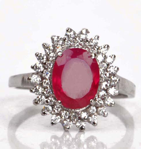 18 Kt White Gold Ring with 2.25 Carats of Natural Ruby and  44 Brilliant Diamonds -  Certificates -- No Reserve